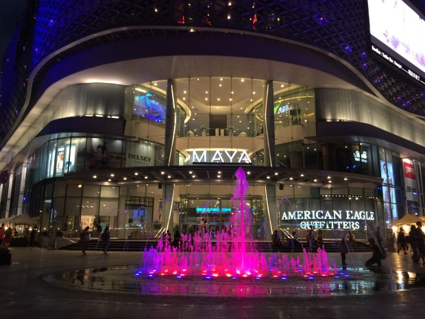 Maya Lifestyle Shopping Center @ night! And only for me: the pink fountain!